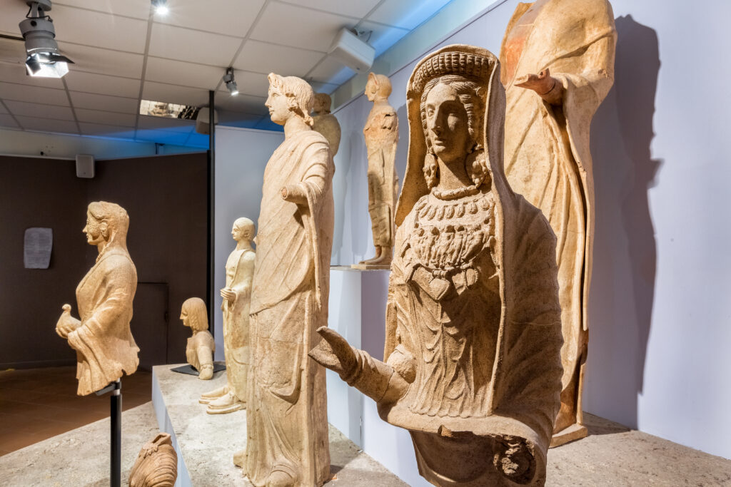 Sala Tritonia Virgo. Statue di offerenti dal deposito votivo del santuario di Minerva a Lavinium